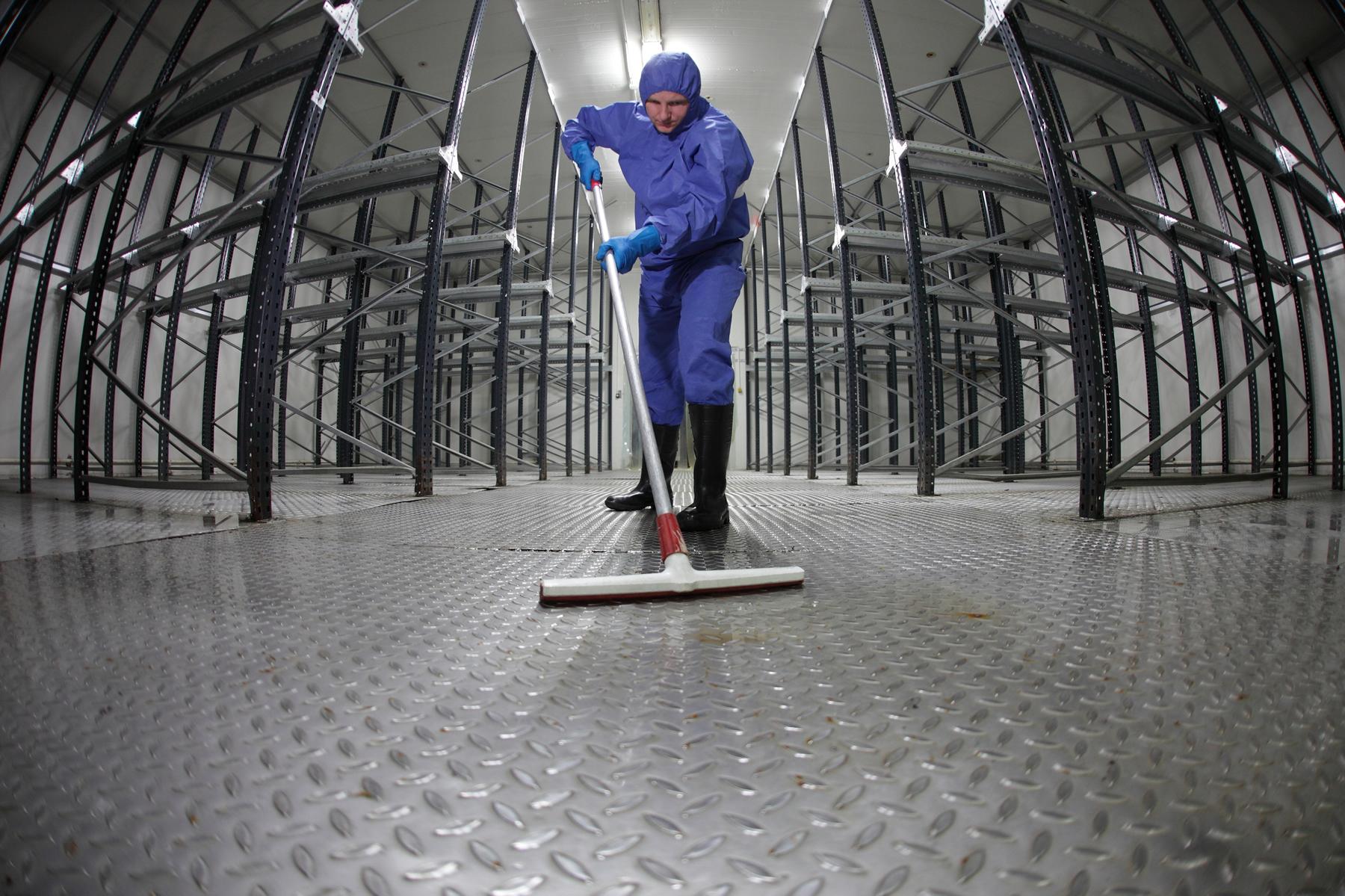 Простой вариант уборки промышленных помещений