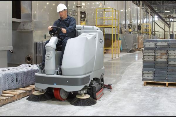 Поломоечные машины упрощают работу по уборке складов