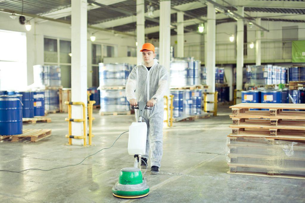 Уборка производственных помещений легче с поломоечными машинами