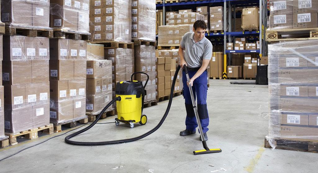 Уборка складских помещений с помощью промышленного пылесоса