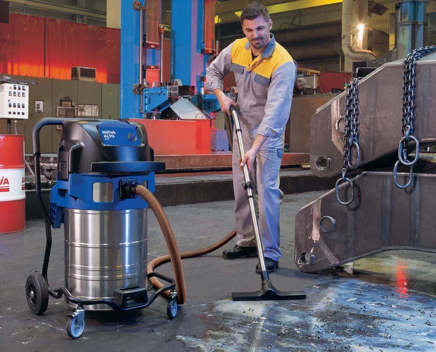 Уборка с помощью промышленного пылесоса