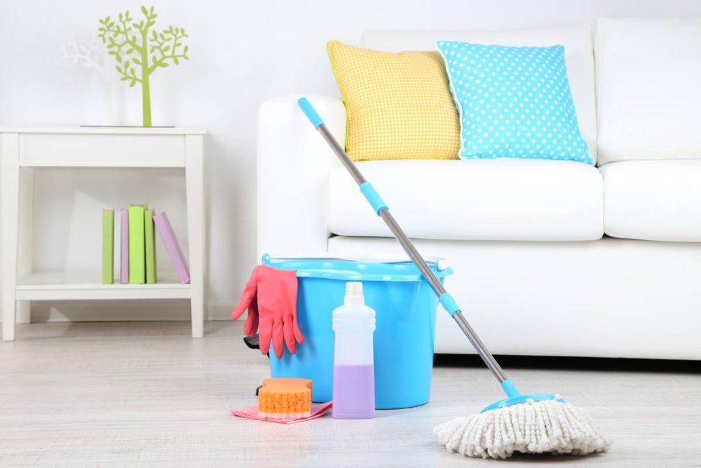 Средства для уборки жилых комнат и помещений